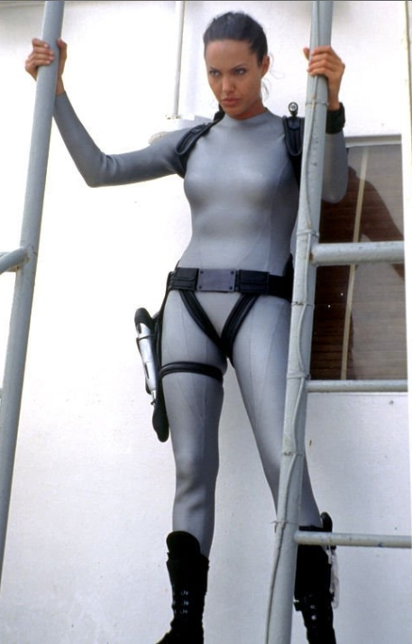 Лара крофт в сером фотки фото 687-486